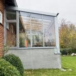 Glashuset i stål betong på Bellevue med poster av furu, Platsgjuten betongvägg och fönsterbänkar av kalksten.