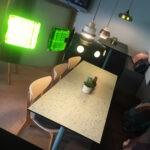 Inredning till vandrarhemmet Malmö Citys matsal. Inredd med vintage belysning, bänkar i betsad plywood och textil patchwork.